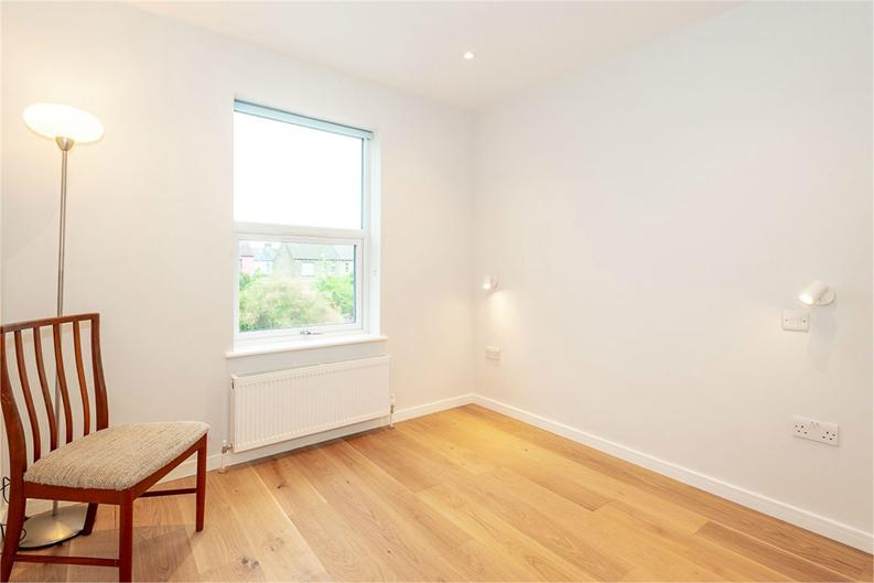 2 bedroom(s) apartment to sale in Third Avenue, London-image 5