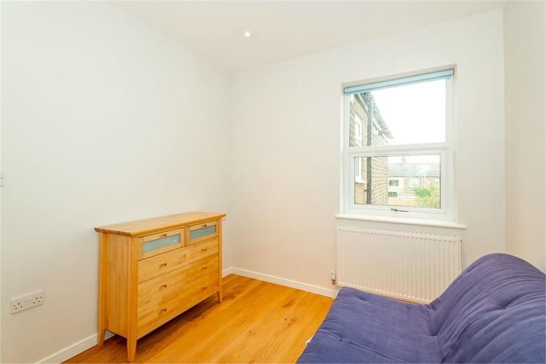 2 bedroom(s) apartment to sale in Third Avenue, London-image 7