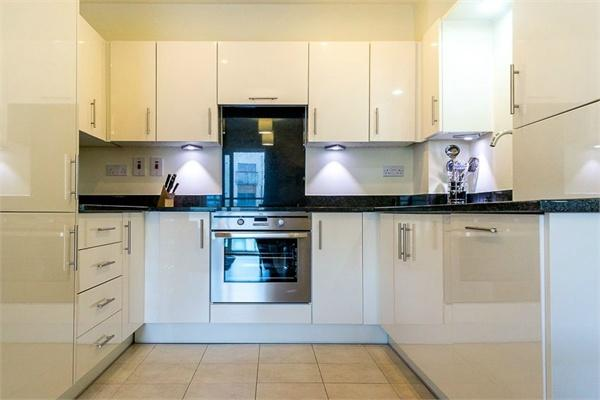 1 bedroom(s) apartment to sale in Braham Court, Blagrove Road, Teddington, Greater London-image 3