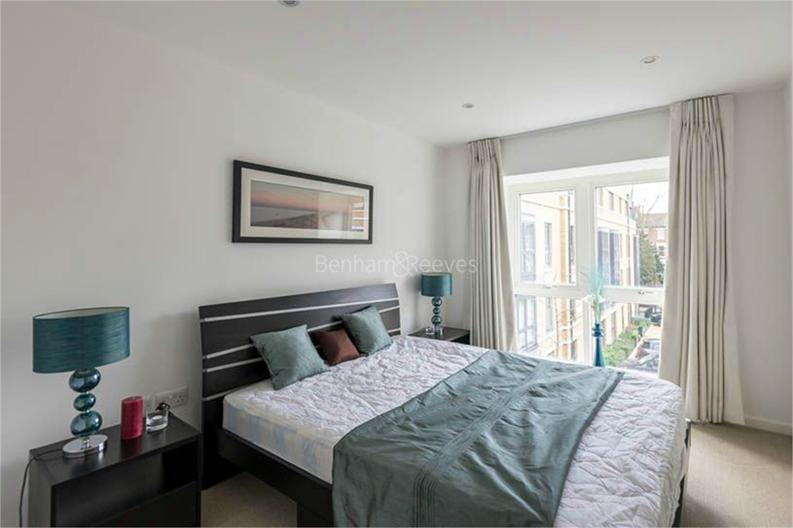2 bedroom(s) apartment to sale in Osborne House, 17 Loxford Gardens, London-image 3