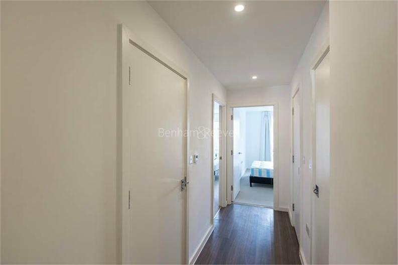 2 bedroom(s) apartment to sale in Osborne House, 17 Loxford Gardens, London-image 4