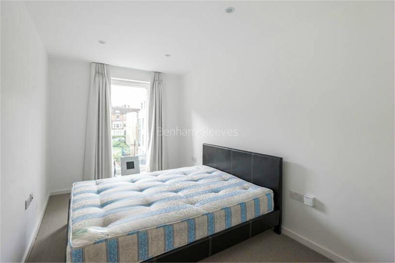 2 bedroom(s) apartment to sale in Osborne House, 17 Loxford Gardens, London-image 7