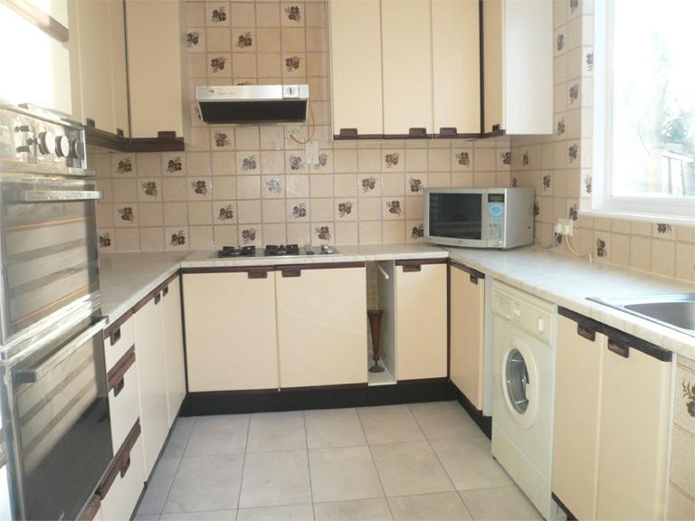 http://www.dezrez.com/estate-agent-software/ImageResizeHandler.do?PropertyID=4577087&photoID=2&AgentID=224&BranchID=333&width=768