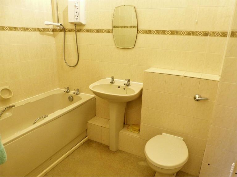 http://www.dezrez.com/estate-agent-software/ImageResizeHandler.do?PropertyID=4565342&photoID=7&AgentID=224&BranchID=333&width=768
