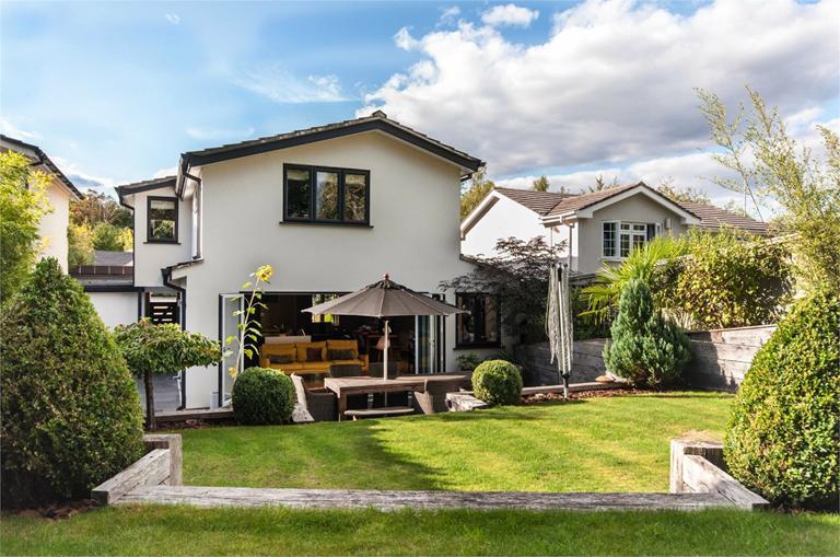 http://www.dezrez.com/estate-agent-software/ImageResizeHandler.do?PropertyID=4675947&photoID=1&AgentID=224&BranchID=333&width=768