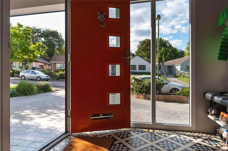 http://www.dezrez.com/estate-agent-software/ImageResizeHandler.do?PropertyID=4675947&photoID=4&AgentID=224&BranchID=333&width=768