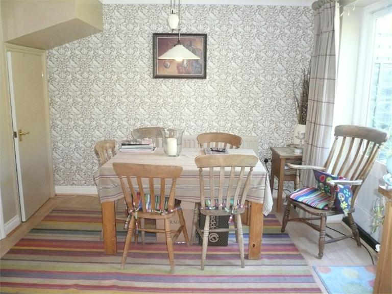 http://www.dezrez.com/estate-agent-software/ImageResizeHandler.do?PropertyID=4643222&photoID=3&AgentID=224&BranchID=333&width=768