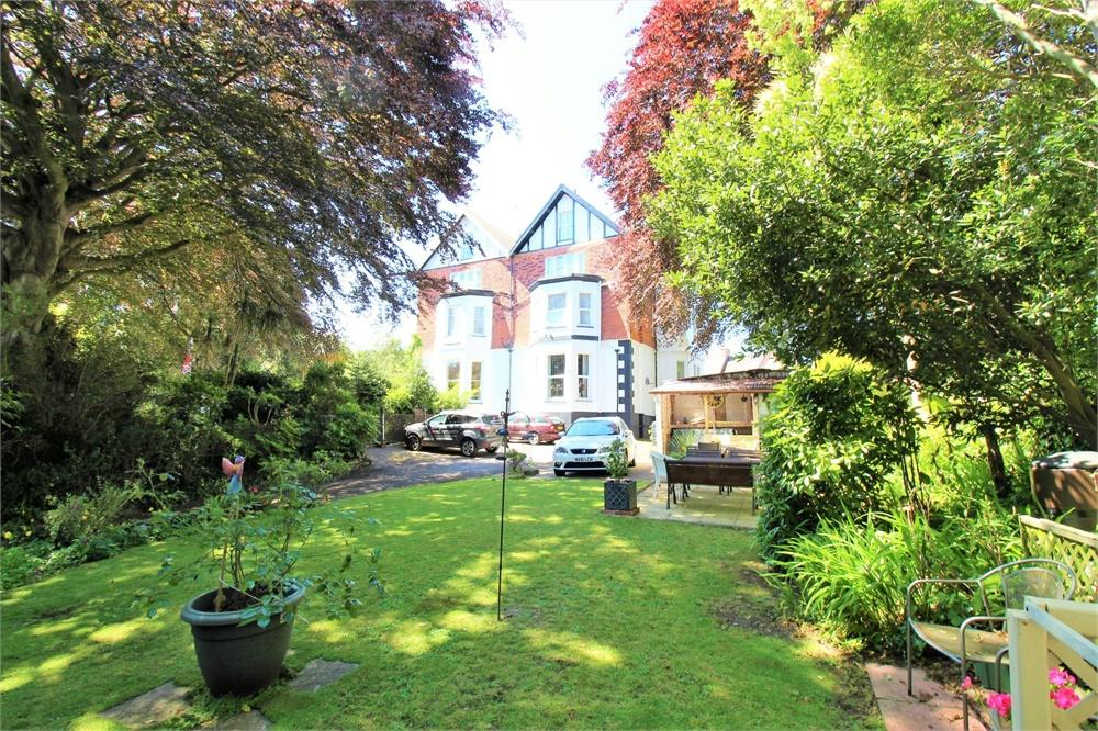 10 Bed Semi-Detached (House) for Sale