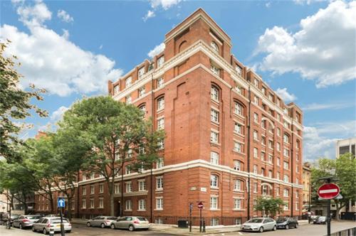 http://www.dezrez.com/estate-agent-software/ImageResizeHandler.do?PropertyID=4519456&photoID=1&AgentID=1307&BranchID=2081&width=500