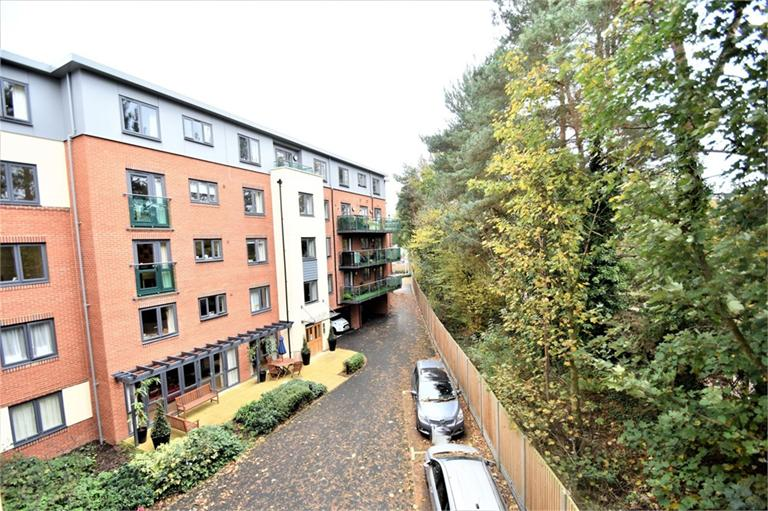 CAMBERLEY, £249,950