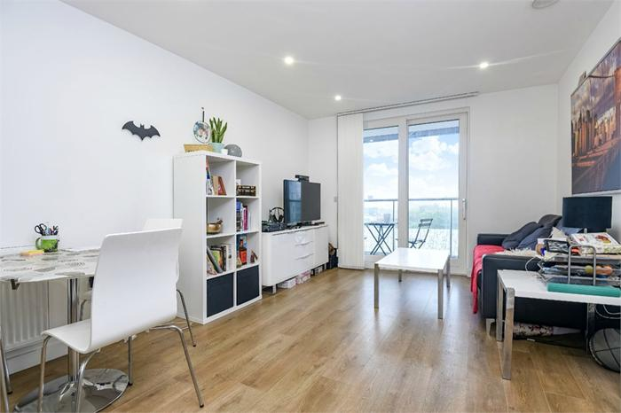 153 Cordelia Street,  London,  E14 6GH