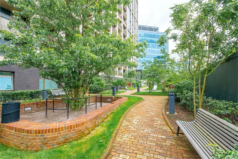 2 bedroom(s) apartment to sale in Vita Apartments, Caithness Walk, Croydon, Surrey-image 4