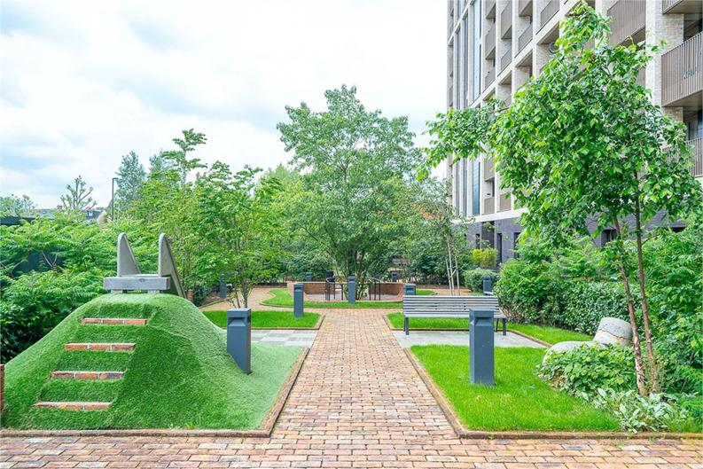 2 bedroom(s) apartment to sale in Vita Apartments, Caithness Walk, Croydon, Surrey-image 6