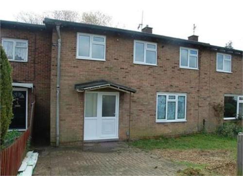 http://www.dezrez.com/estate-agent-software/ImageResizeHandler.do?PropertyID=4603646&photoID=1&AgentID=604&BranchID=981&width=500