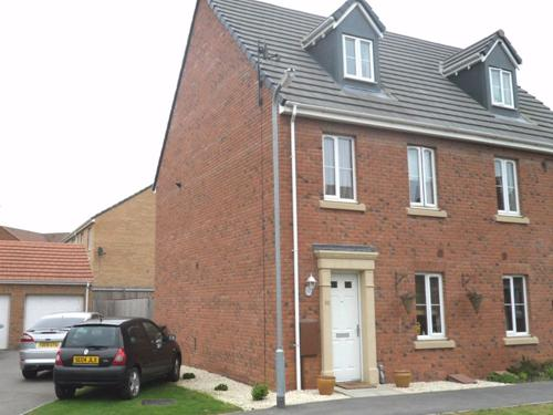 LAPWING CLOSE,  CORBY,  NN18