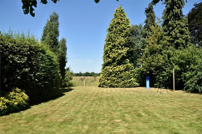 http://www.dezrez.com/estate-agent-software/ImageResizeHandler.do?PropertyID=4642866&photoID=4&AgentID=224&BranchID=333&width=768