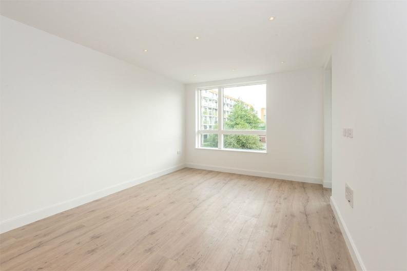 1 bedroom(s) apartment to sale in Cooper Court, Smithfield Square, High Street-image 3