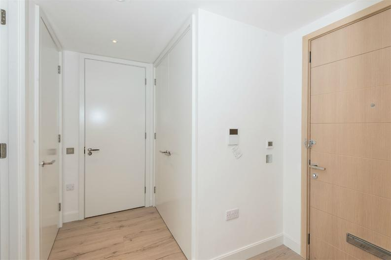 1 bedroom(s) apartment to sale in Cooper Court, Smithfield Square, High Street-image 6