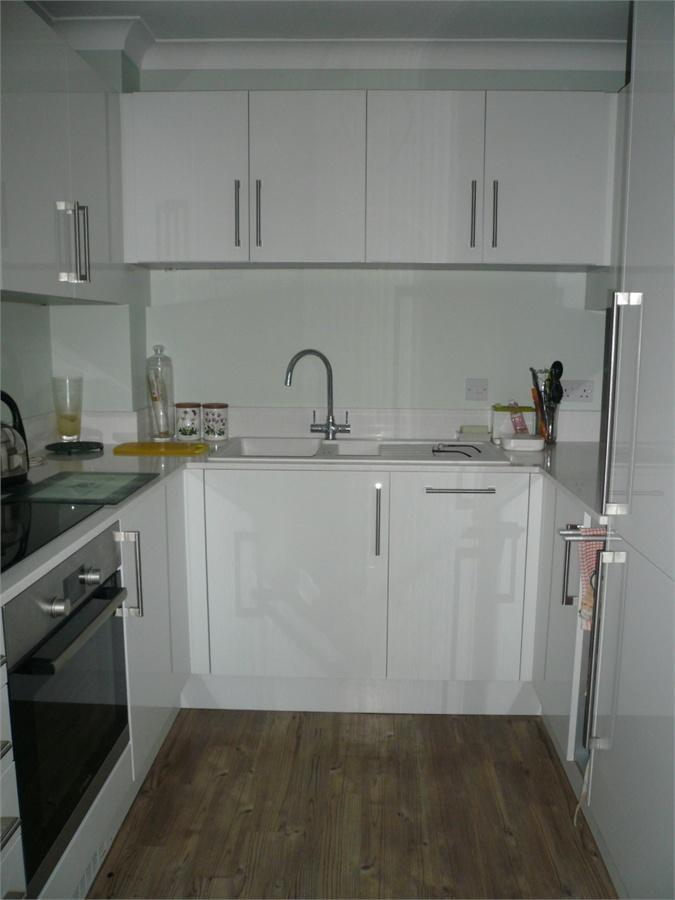 http://www.dezrez.com/estate-agent-software/ImageResizeHandler.do?PropertyID=3997650&photoID=4&AgentID=224&BranchID=333&width=768