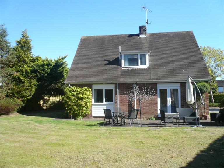 http://www.dezrez.com/estate-agent-software/ImageResizeHandler.do?PropertyID=4589803&photoID=10&AgentID=224&BranchID=333&width=768
