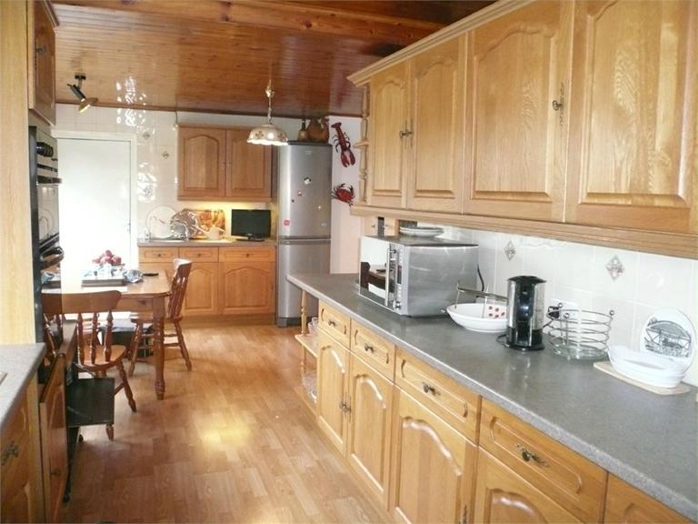 http://www.dezrez.com/estate-agent-software/ImageResizeHandler.do?PropertyID=4589803&photoID=2&AgentID=224&BranchID=333&width=768
