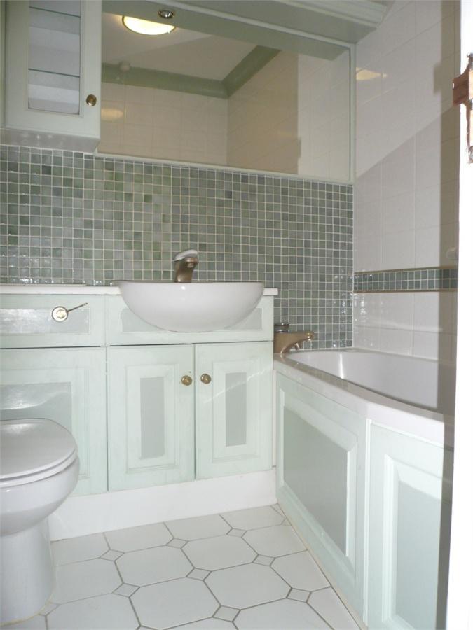 http://www.dezrez.com/estate-agent-software/ImageResizeHandler.do?PropertyID=4586526&photoID=6&AgentID=224&BranchID=333&width=768