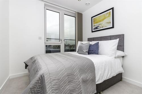 http://www.dezrez.com/estate-agent-software/ImageResizeHandler.do?PropertyID=4301913&photoID=1&AgentID=1307&BranchID=2081&width=500