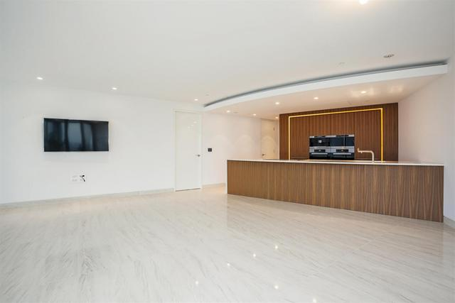 Vauxhall property for sale. Ref No: 13184709. Picture no 3