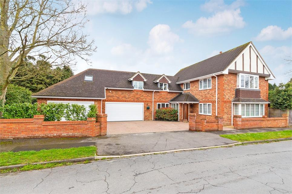SUBSTANTIAL six/seven bedroom detached family home located in one of the most SOUGHT AFTER CUL-DE-SAC's in Iver Heath