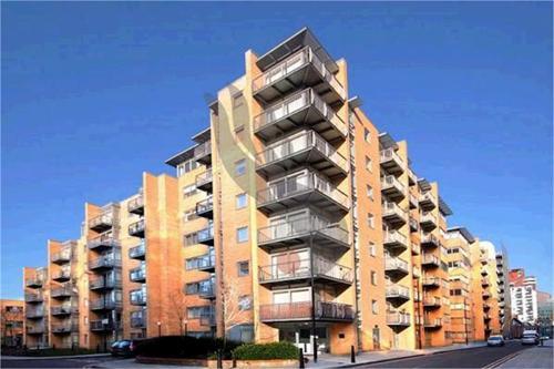 http://www.dezrez.com/estate-agent-software/ImageResizeHandler.do?PropertyID=2522059&photoID=1&AgentID=1307&BranchID=2081&width=500