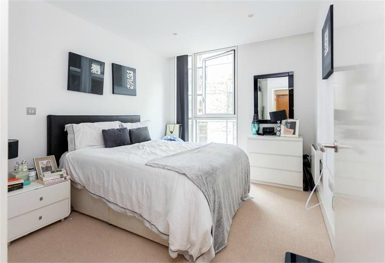 1 bedroom(s) apartment to sale in Times Square, City Quarter, London-image 4