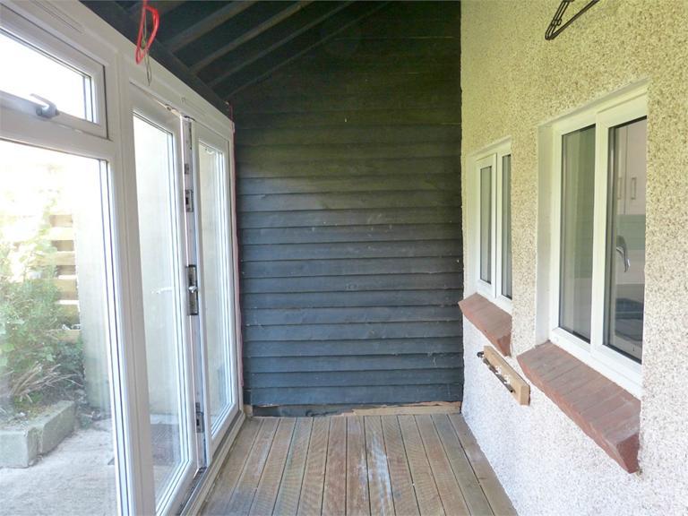 http://www.dezrez.com/estate-agent-software/ImageResizeHandler.do?PropertyID=4506198&photoID=4&AgentID=224&BranchID=333&width=768