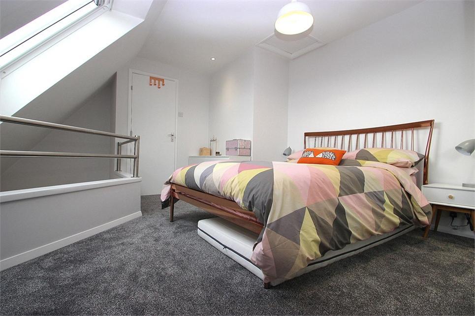 14ft bedroom
