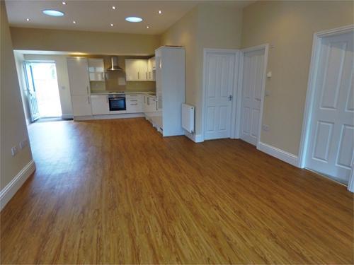http://www.dezrez.com/estate-agent-software/ImageResizeHandler.do?PropertyID=4281451&photoID=1&AgentID=1002&BranchID=1632&width=500