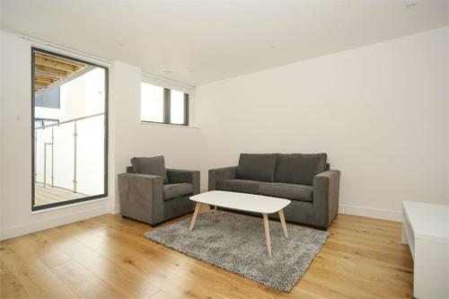 http://www.dezrez.com/estate-agent-software/ImageResizeHandler.do?PropertyID=4322023&photoID=1&AgentID=1307&BranchID=2081&width=500