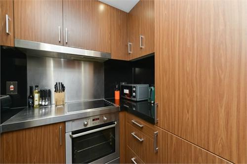 http://www.dezrez.com/estate-agent-software/ImageResizeHandler.do?PropertyID=2596980&photoID=1&AgentID=1307&BranchID=2081&width=500