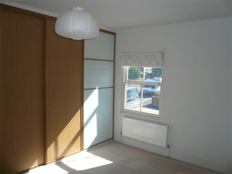 http://www.dezrez.com/estate-agent-software/ImageResizeHandler.do?PropertyID=4640716&photoID=5&AgentID=224&BranchID=333&width=768