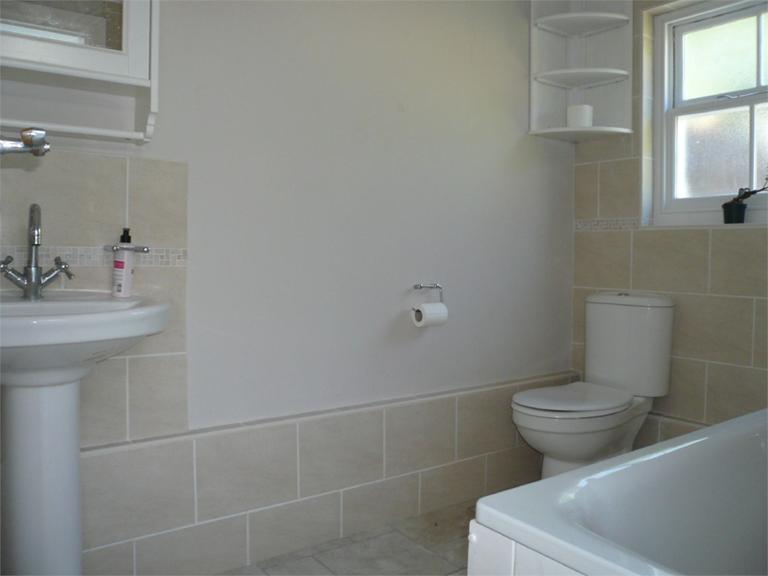 http://www.dezrez.com/estate-agent-software/ImageResizeHandler.do?PropertyID=4640716&photoID=7&AgentID=224&BranchID=333&width=768