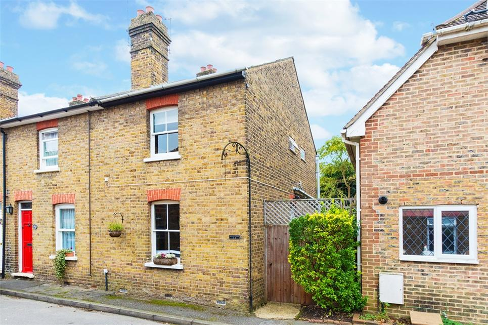 SUPERBLY PRESENTED two DOUBLE bedroom Victorian end of terrace house