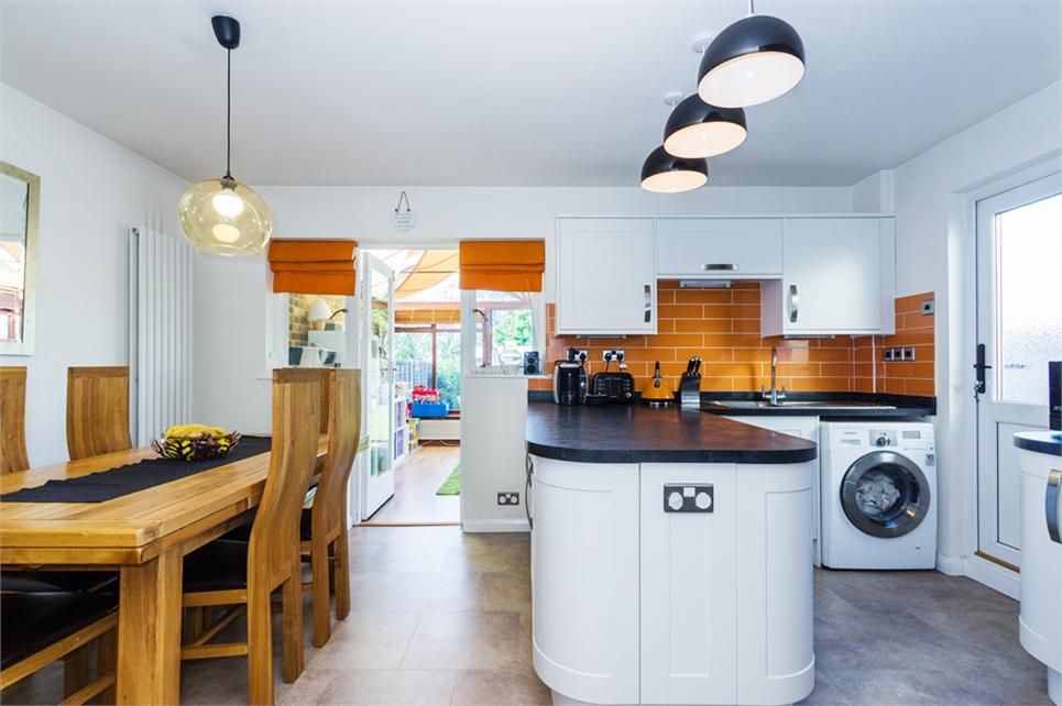 15ft open plan kitchen/dining area