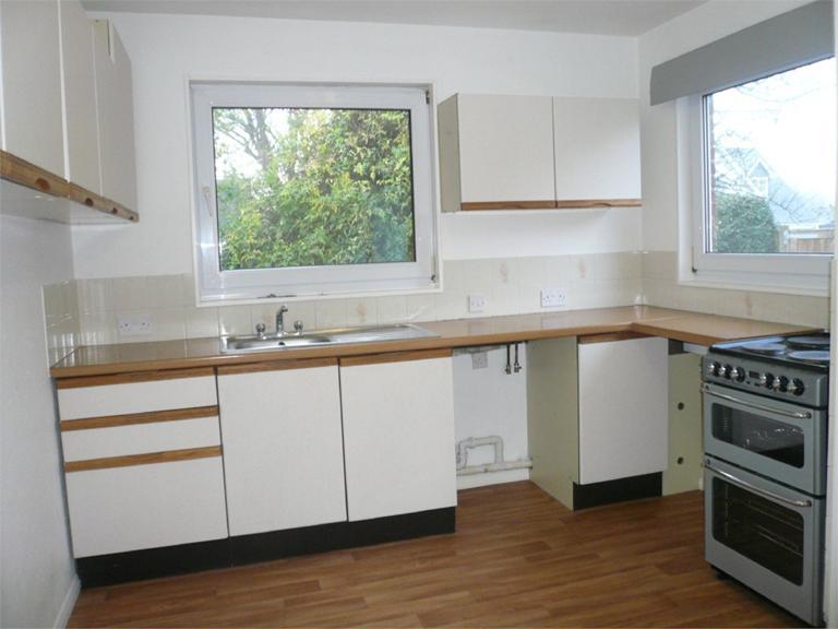 http://www.dezrez.com/estate-agent-software/ImageResizeHandler.do?PropertyID=4712849&photoID=2&AgentID=224&BranchID=333&width=768