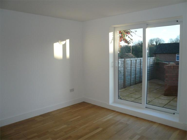 http://www.dezrez.com/estate-agent-software/ImageResizeHandler.do?PropertyID=4550110&photoID=4&AgentID=224&BranchID=333&width=768