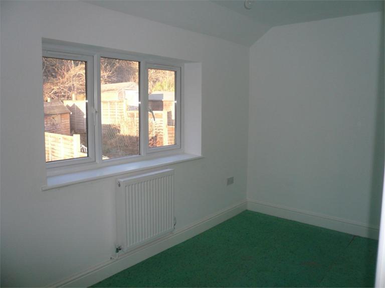 http://www.dezrez.com/estate-agent-software/ImageResizeHandler.do?PropertyID=4550110&photoID=7&AgentID=224&BranchID=333&width=768