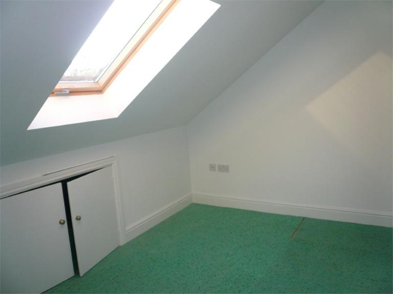 http://www.dezrez.com/estate-agent-software/ImageResizeHandler.do?PropertyID=4550110&photoID=9&AgentID=224&BranchID=333&width=768