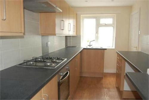 http://www.dezrez.com/estate-agent-software/ImageResizeHandler.do?PropertyID=4603613&photoID=1&AgentID=604&BranchID=981&width=500