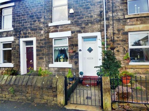 http://www.dezrez.com/estate-agent-software/ImageResizeHandler.do?PropertyID=2126690&photoID=1&AgentID=1002&BranchID=1632&width=500