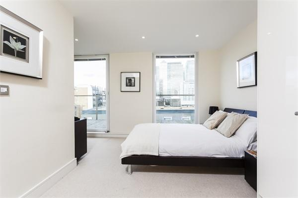 20 Lanterns Way property for sale. Ref No: 13184628. Picture no 4