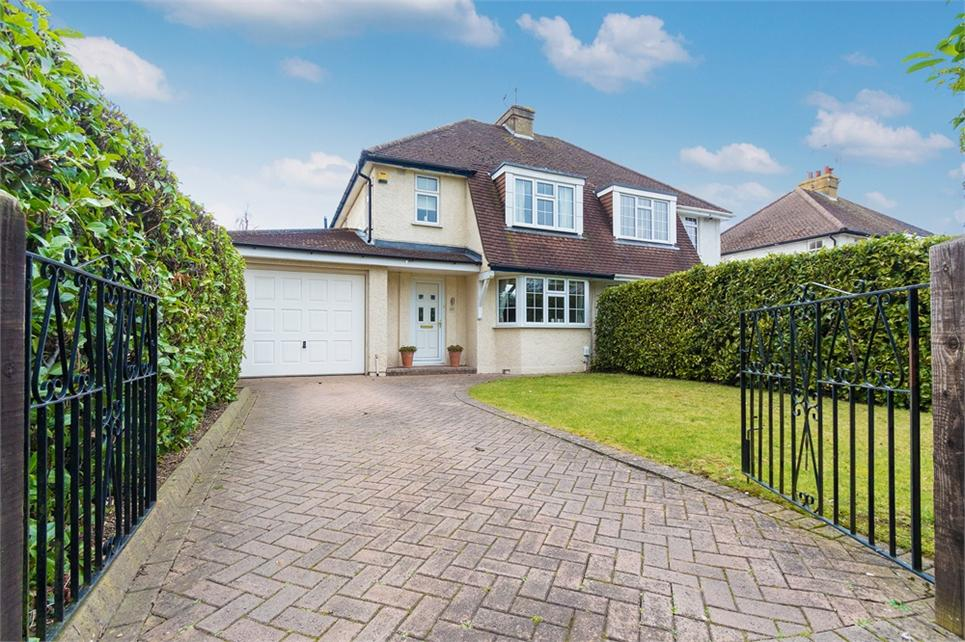 STUNNING Three bedroom semi-detached family home situated in a sought after area in Iver Heath