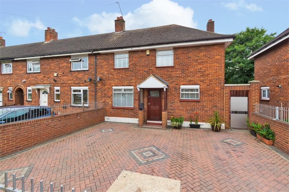 Four bedroom end of terrace family home situated nearby local shops