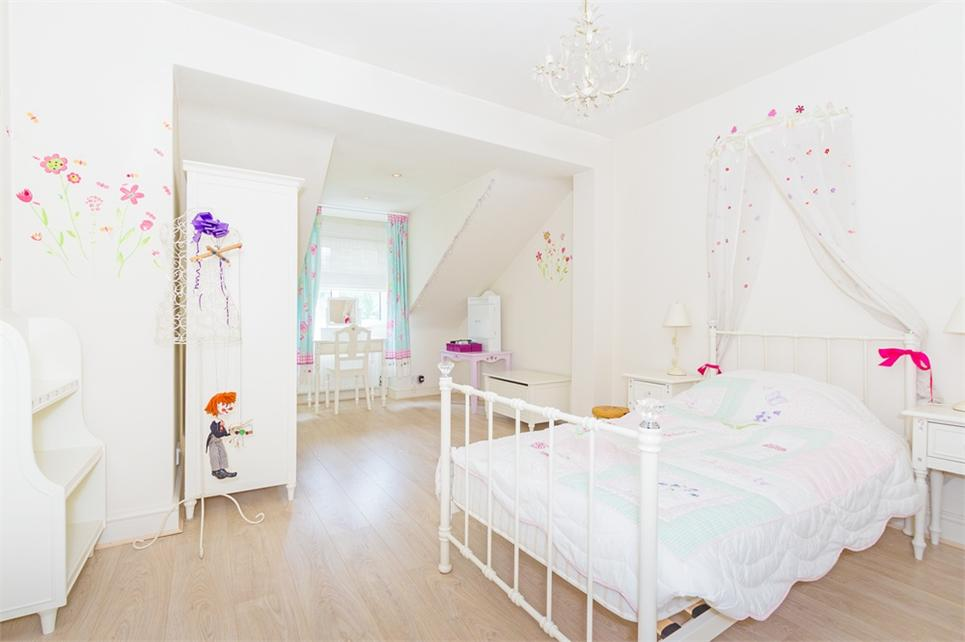 master bed with ensuite/dressing room